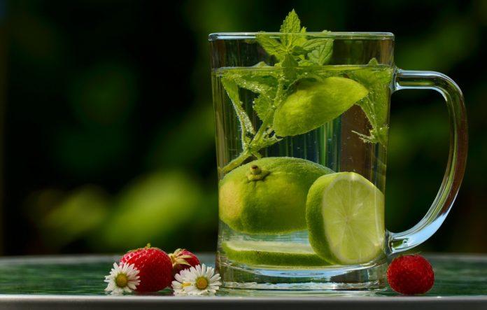 Ziołowa terapia – 5 najskuteczniejszych ziołowych naparów na skołatane nerwy