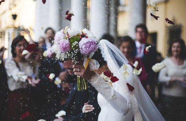 strój na ślub cywilny